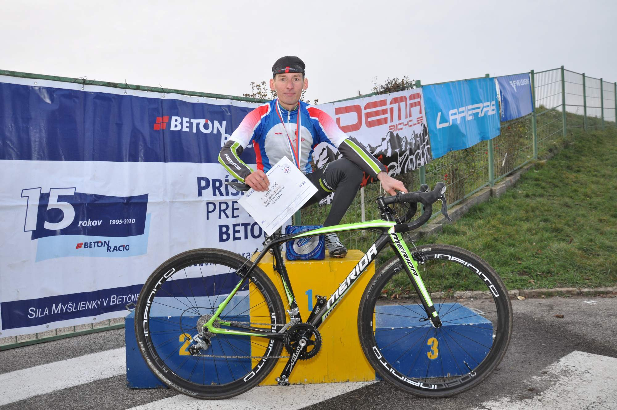 .Successful domestic cyclocross season capped off with Haring`s and Glajza`s titles, CKBB the best team..